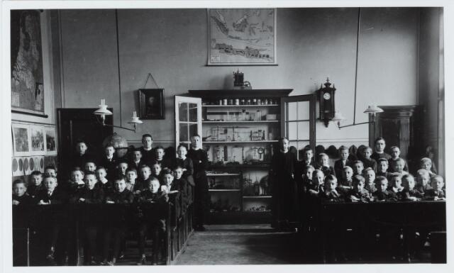 051290 - Basisonderwijs. Klassenfoto r.k. lagere school. de Leo XIII  school.