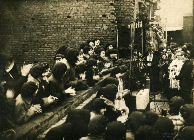 200318 - Onderwijs. Eerste steenlegging van het Theresialyceum aan de Oude Dijk. Het lyceum werd geopend op 3 oktober 1931.