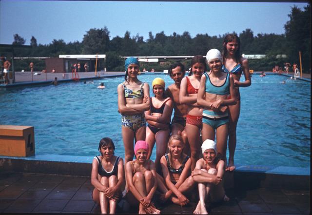 650113 - Gerardus Majellaschool, Hulten. Schoolreisje zwembad en speeltuin.