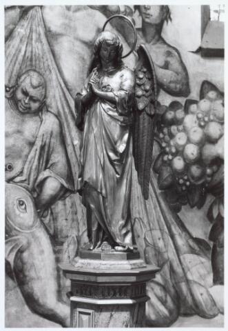 019659 - Beeld van een staande engel uit de Goirkese kerk. De schildering is vervaardigd tussen 1940-1945.  De schilder Ten Horn heeft in de visser (links)de toenmalige pastoor C.Sprengers geportretteerd.