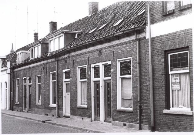 017650 - Rijtjeshuizen aan de Van Doorenstraat halverwege 1971