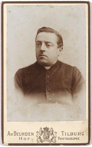 005856 - De Eerw. heer Sprangers, kapelaan parochie 't Goirke later pastoor te Nuland en Waalwijk.