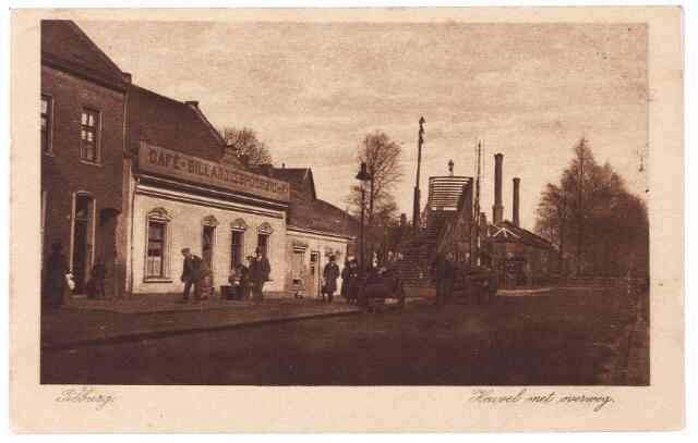 000823 - Noordkant van de Heuvel bij de spoorwegovergang. Links café Spoorzicht.