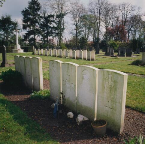 064348 - Begraafplaats Vredehof aan de Gilzerbaan. Oorlogsgraven.
