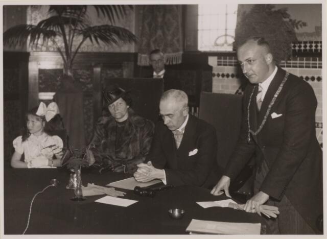 085254 - Dongen. Afscheid van burgemeester K.L.J. Wouters. Toespraak door diens opvolger mr.Lijnkamp.