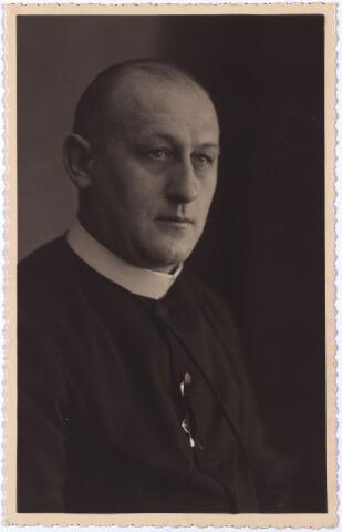 004300 - Frater PLACIDIUS (Dominicus J.M. de Visscher, Tilburg 1892 - aldaar 1941), hier afgebeeld op het prentje t.g.v. zijn zilveren koosterjubileum in 1934.