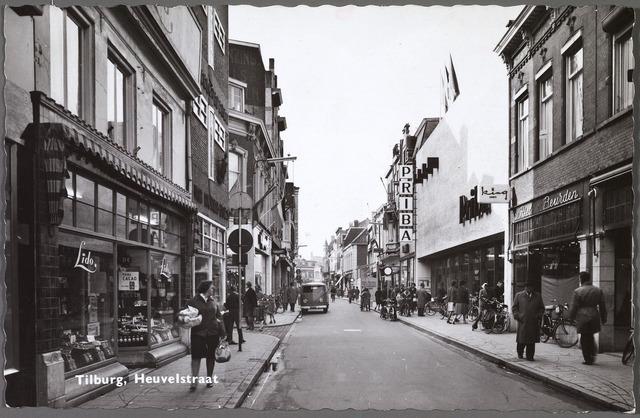 010516 - Heuvelstraat tussen Willem II-straat en Oude Markt, richting voormalige Zomerstraat. Rechts het warenhuis Priba, hier gevestigd van 1961 tot 1965.