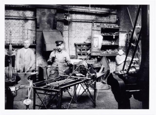 039567 - Catalonië strohulzenfabriek afd. smederij.