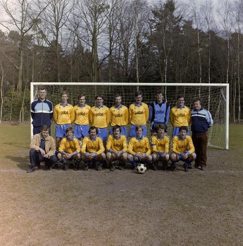 1237_012_922_002 - Sarto eerste elftal. Met als shirt sponser Pebe.