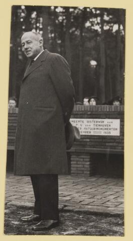 075525 - Onthulling van Tienhovenbank op 14 november 1935.