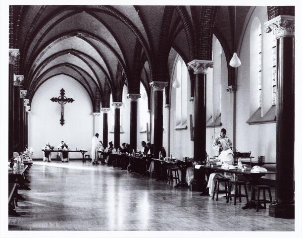 062261 - Kloosters. Abdij van Onze Lieve Vrouw van Koningshoeven aan de Eindhovenseweg 3  (refter)