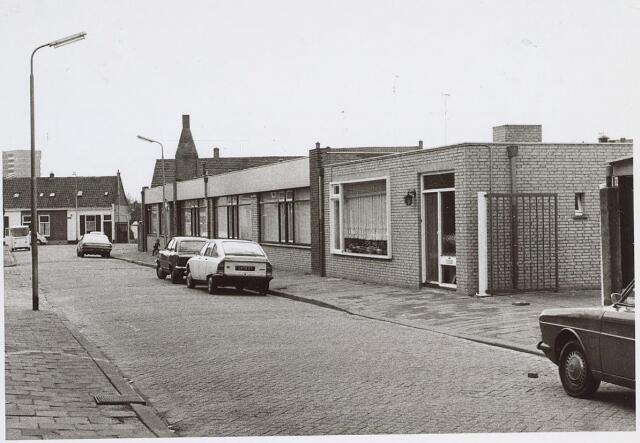 025793 - Bedrijfspanden aan de Van Lennepstraat omstreeks 1974