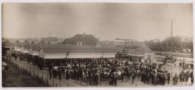 040762 - De veemarkt op het Gemeentelijk slachthuis (abattoir)  Enschotsestraat/Wilhelminakanaal.