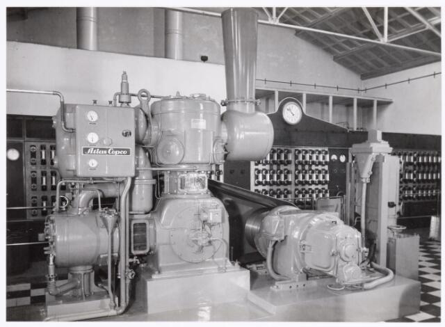 039329 - Volt, Technische Afdelingen/ Bedrijven. De machinekamer was omstreeks 1950  gehuisvest in gebouw E op complex Zuid.