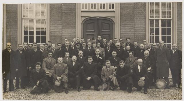 080262 - Voor het Udenhoutse raadhuis. Burgerwacht 1938.