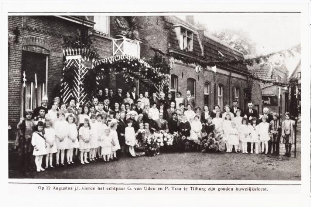 008006 - Het echtpaar G. van Uden en P. Traa te Tilburg vierden hun Gouden bruiloft op 22 augustus 1927.  Reproductie uit Brabantse Illustratie