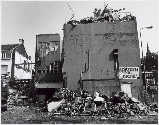 021527 - Sloop van Hotel Riche in 1978 ten behoeve van de bouw van winkelcentrum Heuvelpoort