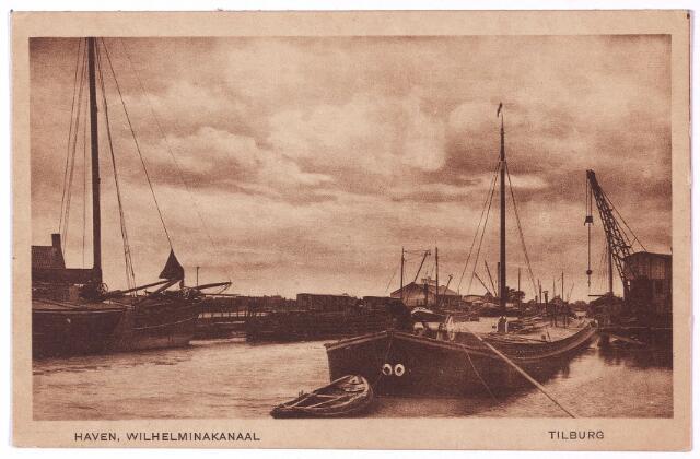 002744 - Het Wilhelminakanaal onder Tilburg. Pas in 1919 werd in Tilburg begonnen met de bouw van los- en laadplaatsen. Deze waren gepland aan het Lijnsheike, de Oude Molenbochtstraat en aan een zijtak van het Wilhelminakanaal. De los- en laadplaats aan het Lijnsheike werd op 1 mei 1919 opgeleverd, maar het zou tot 9 februari 1921 duren voordat het graven van de zijarm van het Wilhelminakanaal, de Piushaven, kon worden aanbesteed.