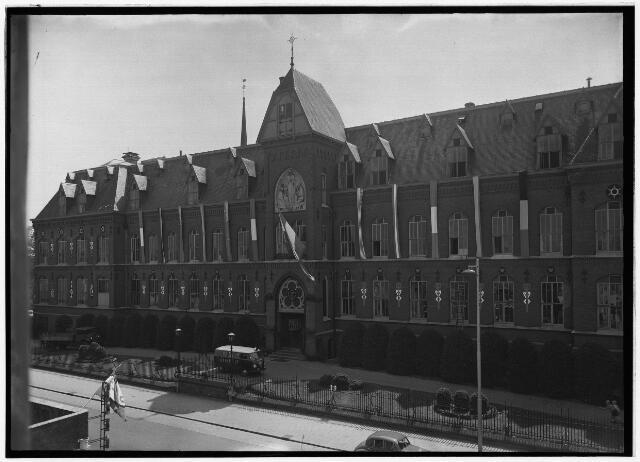 050932 - Voorgevel van het klooster aan de Bredaseweg van de missionarissen van het H. Hart. (100-jarig bestaan).