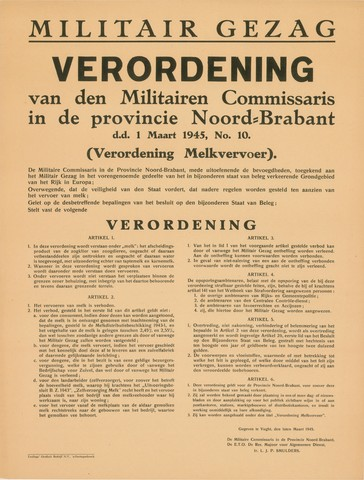 1726_054 - Affiche Tweede Wereldoorlog.   Verordening van het Militair Gezag. Vanaf de bevrijding in 1944 tot het aantreden van het kabinet Schermerhorn-Drees in juni 1945, werd het overheidsgezag in Tilburg uitgeoefend door het Militair Gezag.  Verordening van den Militairen Commissaris in de provincie Noord-Brabant, dd. 1 maart 1945, No. 10 (Verordening Melkvervoer).   Overwegende dat de veiligheid van den Staat vordert, dat nadere regelen worden gesteld ten aanzien van het vervoer.   Afkomstig van de reserve Majoor voor Algemene Dienst,  Ir. L.J.P. Smulders.  Afmeting: 49x65 cm, Drukkerij Teulings grafisch Bedrijf N.V., 's-Hertogenbosch, 1 maart 1945.  WOII. WO2.