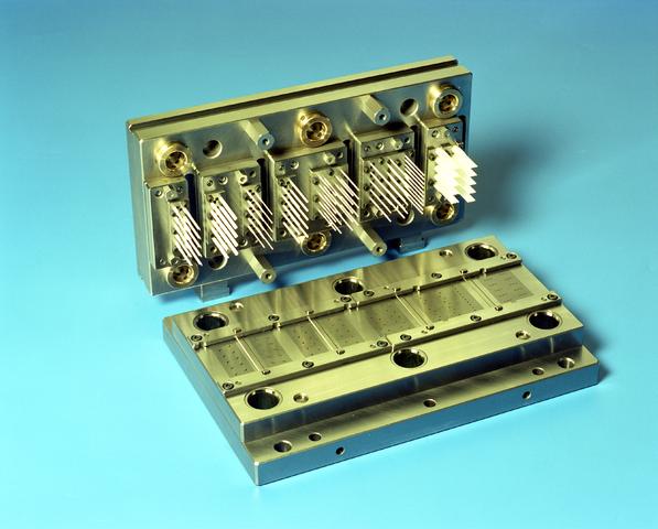 D-00709 - Keramische messen - SMS Stamp Tool & Mould Technologies B.V. Tilburg (tegenwoordig ART Group)