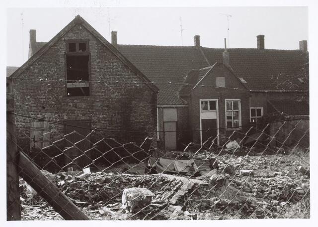 025639 - Achterzijde van het pand Leharstraat 126 eind februari 1975