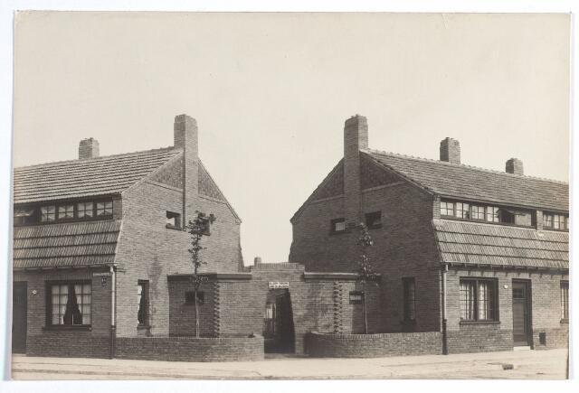 015526 - Hoek Schrasserstraat (links) en Van Bleijswijckstraat (rechts)