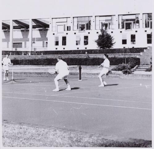 053979 - Sport. Tennis. Tennisbaan aan de Goirleseweg in het Sportpark;