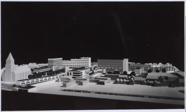 026265 - Maquette van het hernieuwde Koningsplein. Een ontwerp van Jaap Bakema.