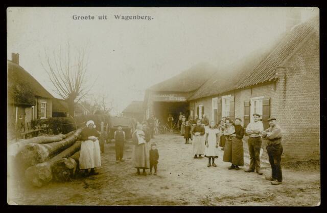 91849 - Inwoners van Wagenberg poseren voor Wagenmakerij en Houthandel J. Metsaars' aan de Onderdijk