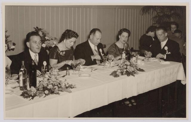 041294 - Jubileum. Viering van het 75-jarig bestaan van de R.K. Schilderspatroonvereniging Kunst en Vooruitgang in de Looiersbeurs aan de Heuvel op 10 oktober 1955.