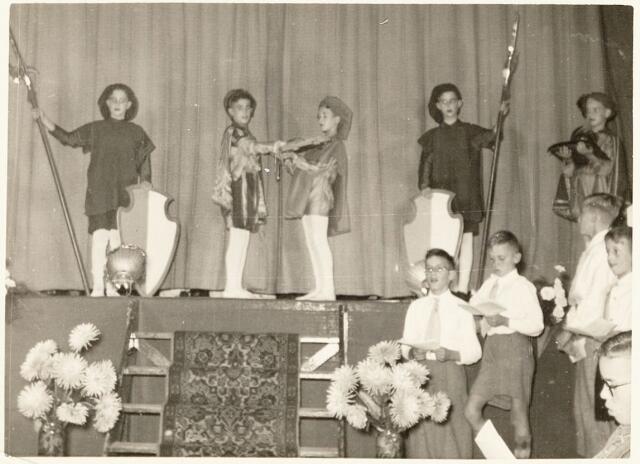 051275 - Basisonderwijs. r.k. lagere school. St. Jozefschool aan de Groeseindstraat viert zilveren feest.