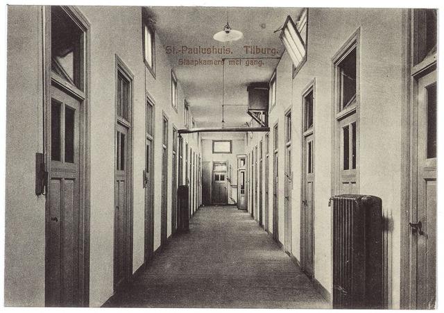 000499 - St. Paulushuis, slaapkamers met gang.