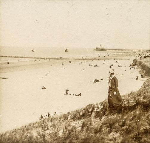 653634 - Strandfoto. pier bij Blankenberge. (Origineel is een stereofoto.)
