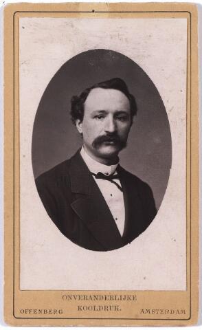 """005883 - Leonardus Johannes Daniel Swagemakers, geboren Tilburg 10 januari 1842, overleden aldaar 9 december 1914 gehuwd met Louise Maria Josephine Elisabeth de Horion de Corby, geboren 9 september 1845, overleden Tilburg 21 april 1906 techniek: """"onveranderlijke kooldruk"""""""