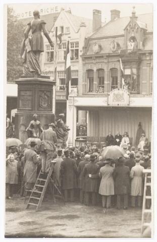 040074 - Onthulling van het standbeeld van koning Willem II op de Heuvel in 1924.