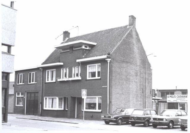 026999 - Nieuwstraat 256-258-260. Links op de hoek: Rabo Bank Korvelseweg.