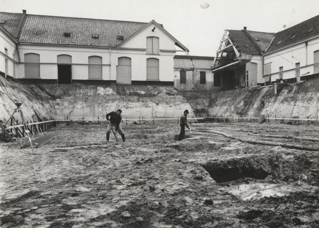 652877 - Uitgraven van het depot van het toenmalige Gemeentearchief, vanaf 2001 Regionaal Historisch Centrum Tilburg genaamd en vanaf 2004 Regionaal Archief Tilburg.