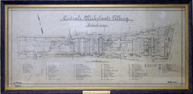 604545 - Tekening. De centrale werkplaats van de Nederlandse Spoorwegen te Tilburg.  Deze tekening werd getekend op schaal, 1 op 1000.  Elk onderdeel op de tekening is voorzien van een codering en de verklaring is ook opgenomen. De tekening is, ingelijst, afkomstig uit het kantoor van de centrale werkplaats en werd in 2009 aangeboden door NedTrain.