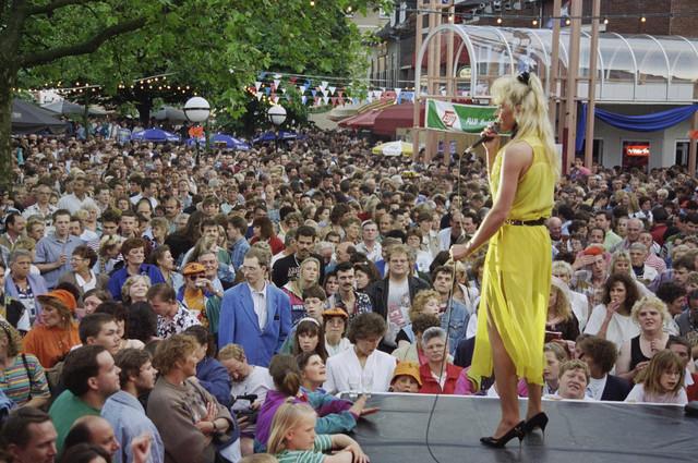 TLB023000536_001 - Festival van het levenslied, Piusplein.