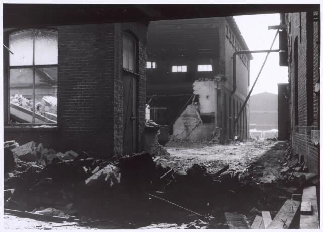 022188 - Textiel. Sloop van wolspinnerij Pieter van Dooren aan de Hilvarenbeekseweg in 1975