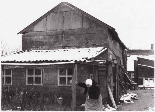 034432 - Lijnsheike 143; thans heet dit deel van de straat Von Weberstraat. De meeste huizen aan het Lijnsheike zijn inmiddels gesloopt.