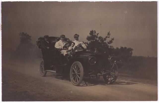 003744 - Familie Bart Brands-Jansen, een van de eerste autobezitters in Tilburg.