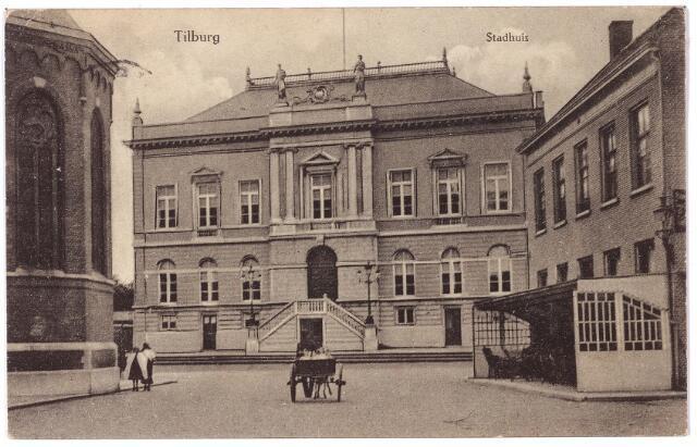 002326 - Stadhuisplein voorheen de Markt met kerk van St. Dionysius, gemeentehuis, hotel 'de Gouden Zwaan' van de familie Broeckx en hondenkar.