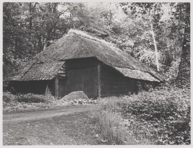 """082574 - Boerenschuur op het landgoed """"Valkenberg"""" omgeving Ulvenhout"""