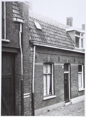 014909 - Pand Voorstraat 12, gelegen tussen de Atelierstrat en de Lange Nieuwstraat. Het pand werd gesloopt voor de aanleg van een city-ring door de binnenstad.