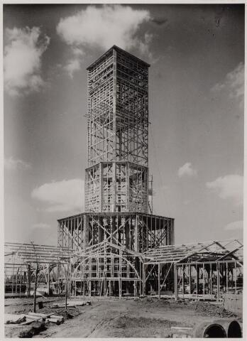 103895 - Internationale Tentoonstelling Stad Tilburg 1934 voor Handel en Industrie. Opbouw aan de Ringbaan-Oost tussen Enschotsestraat en oude Molenbochtstraat.