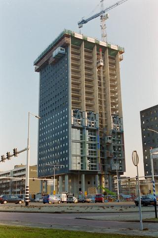 1237_001_009_001 - Architectuur. Werkzaamheden. De bouw van de woontoren Westpoint op de hoek van Ringbaan West en de Hart van Brabantlaan in 2002-2003.