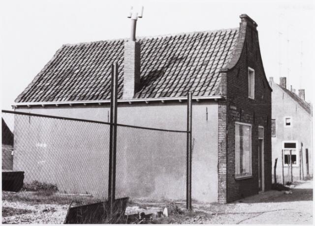 034473 - Lijnse Zijstraat 15. De Lijnse Zijstraat is -na afbraak van de aangelegen woningen- opgegaan in de Von Weberstraat.