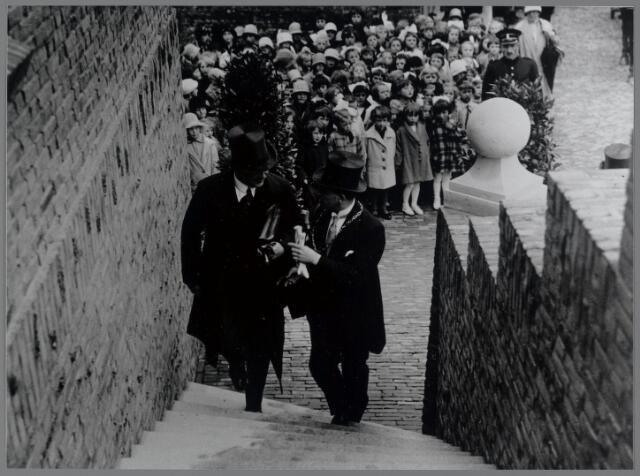 88785 - Opening Gemeentehuis Terheijden. Links jhr.mr.dr. A.B.G.M van Rijckevorsel, Commissaris der Koningin; rechts Burgemeester W.A.J. van der Meulen.